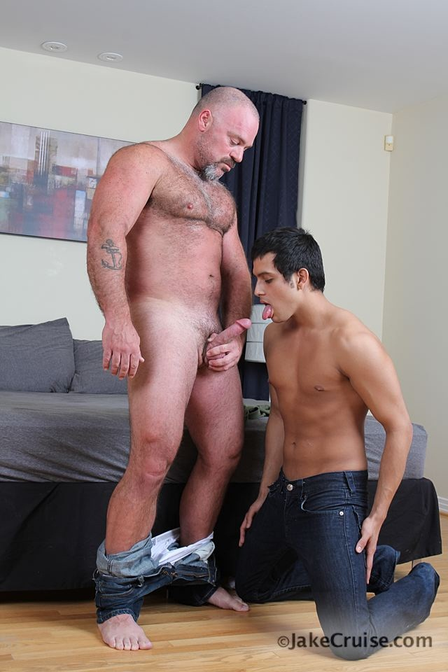 Bronson Gates Michael Rogue 002 Ripped Muscle Bodybuilder Strips Naked and Strokes His Big Hard Cock for at Jake Cruise photo1 - Jake Cruise: Big daddy Bronson Gates ass fucks young cutie Michael Rogue!