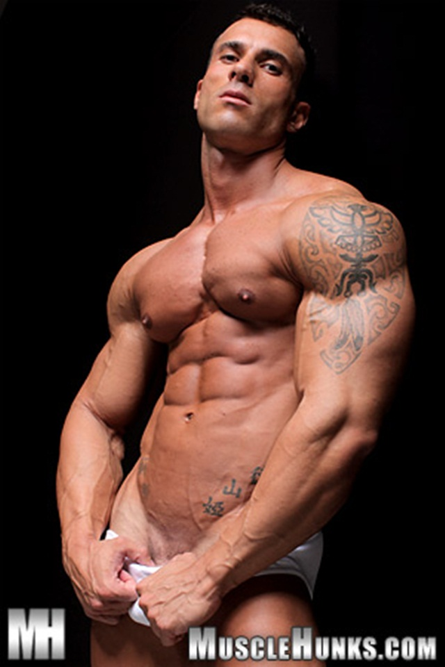 Watch muscley gay hunk lovers