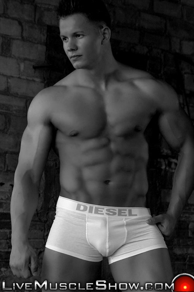 LiveMuscleShow-Young-natural-built-Dario-DeMarco-Olympian-massive-biceps-pecs-six-pack-abs-muscle-worship-live-gay-sex-001-tube-download-torrent-gallery-sexpics-photo