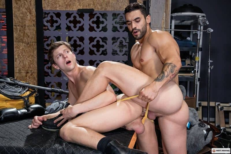 Sexy muscle hunk Arad Winwin huge cock bareback fucking hot young stud Austin Avery smooth hole 013 gay porn pics - Sexy muscle hunk Arad Winwin's huge cock bareback fucking hot young stud Austin Avery's smooth hole